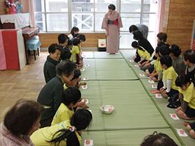 お出かけ茶道教室(東中本保育所)